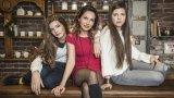 Една майка, две дъщери и два проекта Гардероб: Armani Exchange Бижута: Folli Follie  Грим: Росина Георгиева  Фризьор: Рени Йорданова