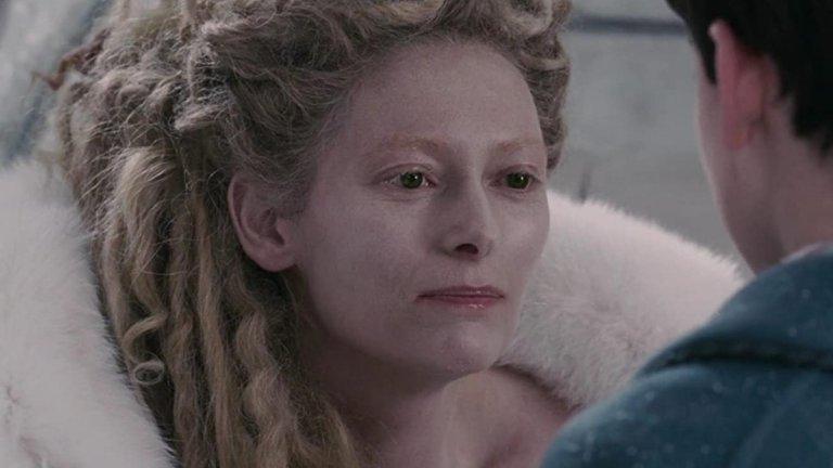 """Бялата вещица (""""Хрониките на Нарния: Лъвът, Вещицата и дрешникът"""") Изиграна от: Тилда Суинтън  Всеки владетел, който е докарал дългогодишна зима (но без Коледа) на поданиците си, е лош по подразбиране. Бялата вещица е направила точно това в измисленото кралство Нарния. Тя е узурпатор, който разчита на тайна полиция от вълци и на други зли същества, за да крепят властта ѝ. Сама си дава редица титли, което показва комплекс за малоценност. Нормално е всички с нетърпение да чакат сбъдването на пророчеството, което ще сложи край на управлението ѝ, нали така?"""