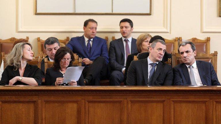 - Йовчев, докога ще стоят тези заграждения пред Народното събрание?