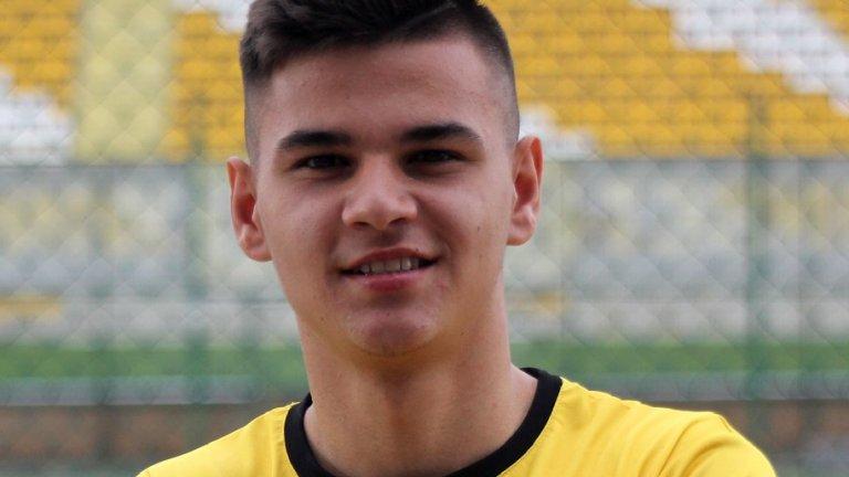 Интер купи български талант