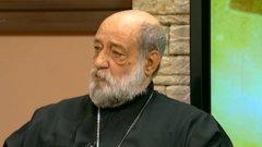 Отец Амбарев беше свещеник в Града на истината през 1990 г. и говорител на Независимото дружество за защита правата на човека.