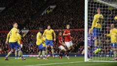 Една от най-интересните срещи тази седмица е дербито между Арсенал и Манчестър Юнайтед. Освен Робин Ван Перси, който ще се изправи срещу бившия си клуб, нападателят на топчиите Дани Уелбек също ще види бивши съотборници. Предстои да видим дали той ще успее да ги накаже
