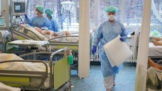 От самото начало на пандемията сръбските болници не се справят със заразата