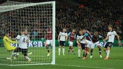 Лансини бележи единствения гол в мача и на практика заличава всякаква интрига за титлата в Англия