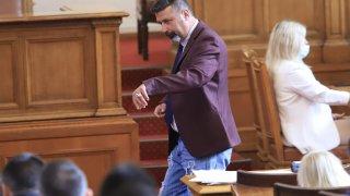 Станев беше избрал за работа популярен модел дънки с кръпки