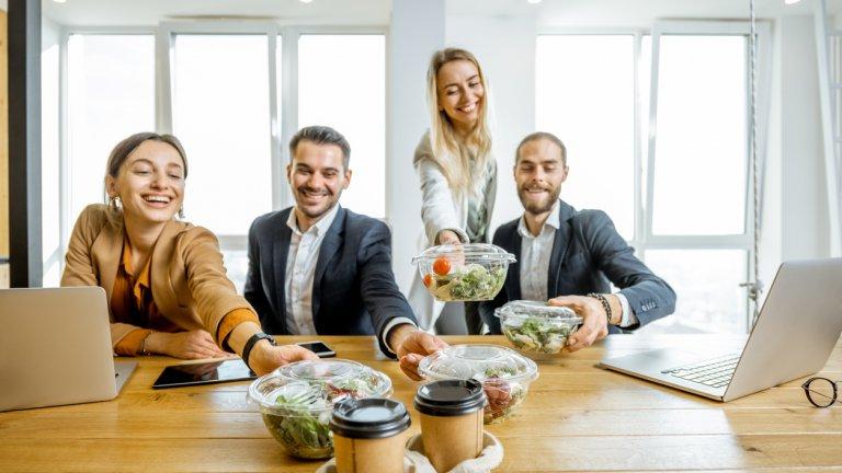 В офисите все по-рядко се консумира една и съща готова храна и причината за това не са никак малко