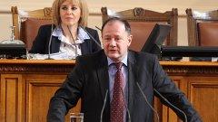 В обръщението си Миков призова народните представители да се върнат в НС