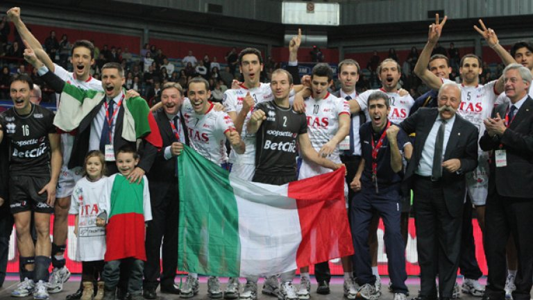 Италианският Тренто, воден от треньора Радостин Стойчев и капитана Матей Казийски, за трети пореден път стана световен клубен шампион по волейбол!