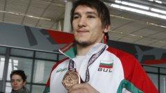 Александров постигна изключително престижна победа срещу олимпийския вицешампион от Лондон 2012 и световен шампион от 2014 година в Ташкент Арсен Джулфалакян (Армения) с 3:2 точки.