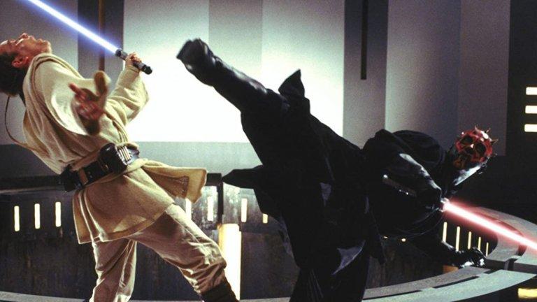 """""""Междузвездни войни: Епизод I"""" - """"Двубоят на съдбите""""  Спокойно може да се каже, че това е единственият наистина запомнящ се момент от тази противоречива част от поредицата. Може би дори е най-силната сцена на двубой със светлинни мечове изобщо, като тук джедаите Куай Гон Джин и Оби Уан Кеноби се изправят срещу могъщия сит Дарт Моул, който не просто изглежда супер добре, но и има впечатляващи умения да борави с двоен светлинен меч.  Целият бой е перфектно балансиран между динамиката на цялата хореография и драматичните моменти на очакване и набиране на съспенс, когато участниците са разделени от енергийно поле. Кулминацията е драматичната смърт на Куай Гон Джин, която все пак е отмъстена по впечатляващ начин."""