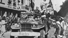 След преврата на Червената армия, която й без това се намира в Североизточна България, не й остава нищо друго, освен да се разходи до София