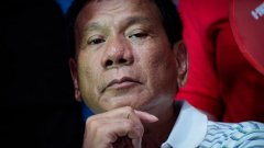 """Известната филипинска актриса Агот Исидро изля гнева си срещу президента Дутерте в социалните мрежи. Тя го обвини, че бута Филипините към глад, нарече го """"психопат"""" и го посъветва да отиде на психиатър"""