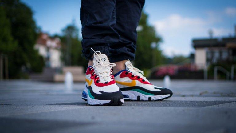 Кецове В последно време тези обувки, които през 90-е се наричаха просто маратонки, заживяха нов живот, въпреки че винаги са си били вечна класика. Могат да се съчетават добре с всякакво ежедневно облекло, но и са много добър избор, особено ако денят ви е динамичен. Нищо не може да се сравни с удобството на тези обувки, нали?
