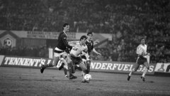 Наско Сираков в момент от мача срещу Шотландия през 1987 г. Ето още девет случая, когато националният отбор е рухвал след фатални голове в края