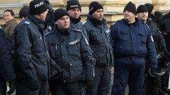 Социалният министър планира да въведе възраст за пенсия при полицаи и военни