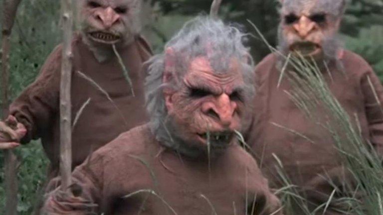 """""""Трол 2"""" Трол 2 е продължението на """"Трол"""" от 1986 г., но между двата филма няма логическа връзка. Сценарият на този шедьовър на глупостта се завърта около американско семейство, преследвано от вегетариански същества, които се опитват да превърнат хората в зеленчуци, за да ги изядат. Във филма няма кьорав трол, но за сметка на това има редица нелепости. Дори главният актьор Майкъл Стивънсън, който е на 10 години, когато снимат оригиналния филм, казва за продължението: """"Всички се опитват да направят добър филм, а ние не успяхме съвсем автентично. Не може да повторите това."""""""