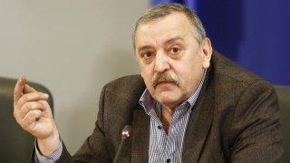 Според проф. Кантарджиев не трябва да се разчита само на топлото време в борбата срещу коронавируса