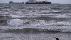 Спасителната операция няма да бъде подновена, тъй като при суровите климатични условия няма шанс моряците да са оцелели