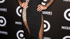 Моделът Даутцен Крус с роклята на Stella McCartney
