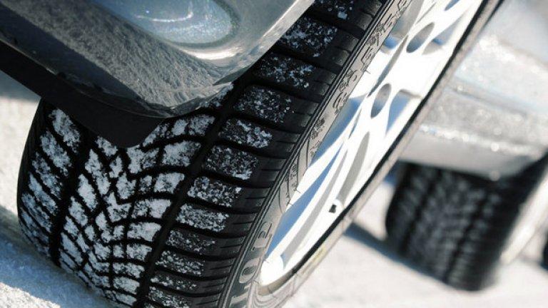 Петото място е за Dunlop WinterSport 4D. Гумата показва добро поведение на сухо и сравнително прецизни реакции, но не и когато става въпрос за поредица от завои. При тестовете тя демонстрира средно ниво на представяне при аквапланинга и много добро представяне при спирането на мокро, както и лека нестабилност при промяна на посоката с висока скорост на сняг и средно по ниво сцепление. Като цяло добро представяне. Макар да взема общо 407 точки, тя все пак се справя слабо със спирането на сняг и заради това губи две позиции.