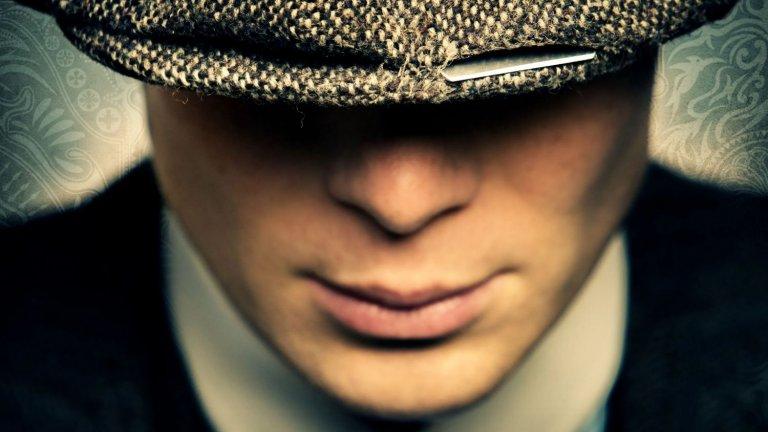 Peaky Blinders  Историята на Томас Шелби (Килиън Мърфи) и неговото семейство също е към своя край, поне в епизодичния телевизионен формат. Peaky Blinders разказва историята на семейство от Бирмингам, чийто глава е младият ветеран от Първата световна война Томас. С невероятната си амбиция и умение да се налага, той обединява фамилията около себе си и дърпа всички напред - към все по-големи бизнеси, към повече рискове и пари, дори към политиката. А през това време си създава опасни врагове. Peaky Blinders ще приключи с шестия сезон, чиито снимки текат в момента, а това е много добра причина да наваксате с пет сезона, изпълнени със страхотна музика, запомнящи се персонажи и цяла една криминална одисея.
