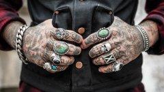 Няма общ регламент за това какви мастила да се ползват от татуистите в ЕС.