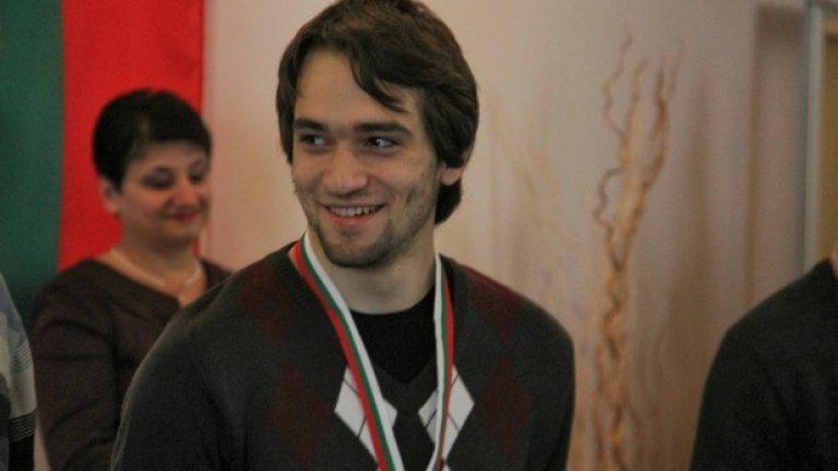 Запознайте се с медалиста по информатика Момчил Пейчев