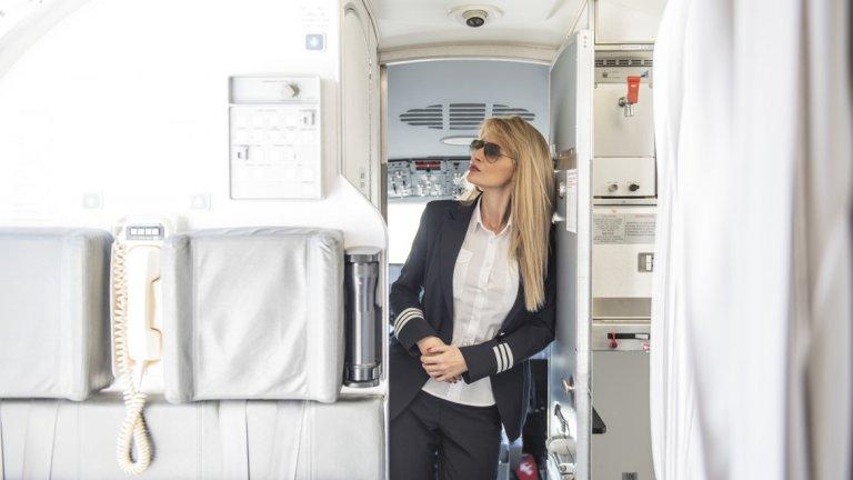 Ако случайно, качвайки се на самолет, чуете от пилотската кабина женски глас да ви поздравява и да пожелава приятен полет, усмихнете се - може би пътувате с Надежда.