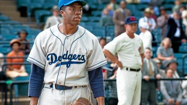 """""""Номер 42-и"""" (42, 2013 г.)  Първият опит на актьора в биографичното кино обаче е с ролята на бейзболния играч Джаки Робинсън - първият афроамериканец, който успява да играе в бейзболната лига на Щатите. Името на филма идва от номера, с който Робинсън играе. Неговата история е значима за бейзбола в САЩ, защото подписването му с отбора """"Бруклин Доджърс"""" слага край на расовата сегрегация в този спорт. Макар в България тази тема да ни е по-далечна, """"Номер 42-и"""" е добър, макар и не отличен биографичен филм."""