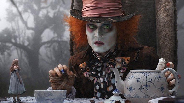 """Джони Деп е Лудият Шапкар в скучната """"Алиса..."""""""