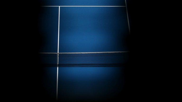 Французойката Кристина Младенович сервира срещу Сабине Лисицки в първия кръг. Кадърът е изключителен - фокусът пада единствено върху тенисистката.