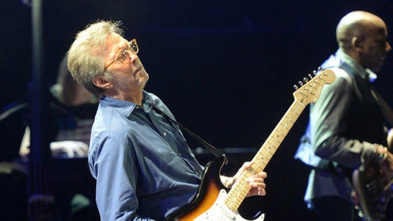 Eric Clapton - Wonderful Tonight  Едно от най-великите парчета на Ерик Клептън, което също предразполага към бавен, адски романтичен танц с онази, на която винаги си искал да кажеш, че е най-красивото нещо, което си виждал.