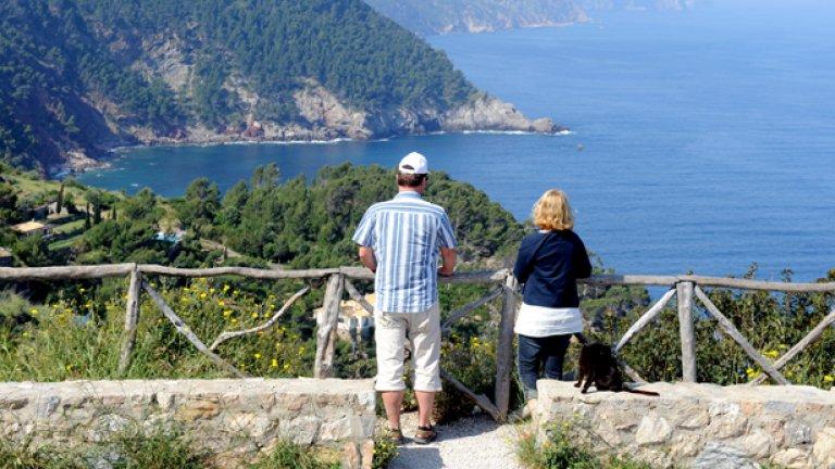 За април - юни 2010 г. броят на пътувалите в страната българи намалява с 16.9%, докато българските туристи, предпочели чужбина, се увеличават с 22.7%
