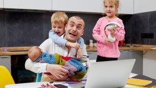 Тест: Справяте ли се с работата от вкъщи и децата, или не