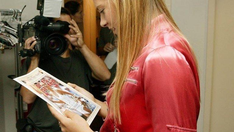 2004 г. Шарапова се гледа от корицата на Sports Illustrated