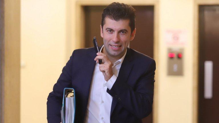 По мнение на Петков ББР е подпомогнала осем души, от които четирима може би са пряко свързани с Делян Пеевски