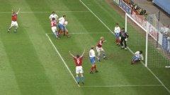 Чехия и Русия се срещнаха в предварителната група и на Евро'96, като предложиха истински спектакъл, завършил 3:3. Тогава чехите продължиха напред и впоследствие играха финал срещу Германия