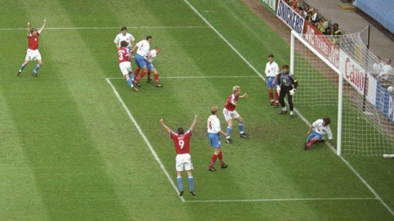 След разпадането на федерацията Чехословакия единственият двубой, който Чехия е играла досега с Русия, бе на Евро 1996, когато също в груповата фаза двете страни завършиха със зрелищно 3:3, а впоследствие чехите продължиха напред и достигнаха до финал