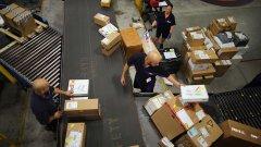 Рекордни печалби онлайн гиганта, постигнати с претоварени служители, изложени на опасност за здравето им и с нарушени права