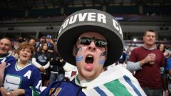 Феновете на Ванкувър вече няма да слушат клубния химн в изпълнение на Марк Донъли.