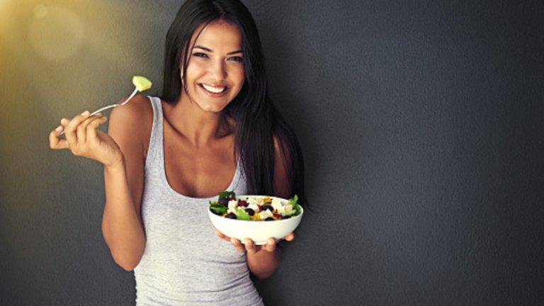 В заключените - ето какво би се случило, ако замените преработените храни с натурални такива: - Ще се чувствате по-сити и по-рядко ще ви се налага да се борите с глада, защото ще приемате повече фибри и ще подобрите чувствителността си към лептин. - В резултат на това ще консумирате по-малко калории и ще отслабнете с течение на времето. - Ще ограничите значително приема на захар и изкуствени подсладители, което ще намали риска ви от диабет, рак и сърдечни болести. - Ще елиминирате вредните трансмазнини и хидрогенирани растителни масла от менюто си. - Ще спрете да приемате вредни химикали (консерванти, оцветители, ароматизатори и изкуствени подсладители). - Ще си набавяте целия комплекс от хранителни вещества – а не изолирани синтетични витамини и минерали. - Всичко това комплексно ще допринесе за вашето здраве и добър външен вид.