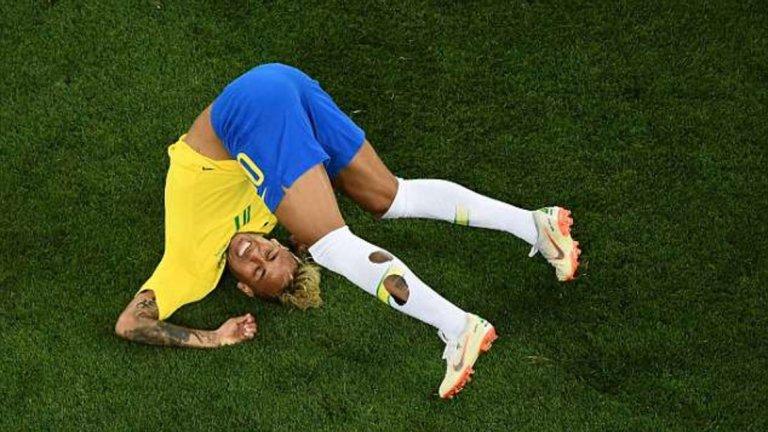 Обяснено: Защо футболистите си дупчат чорапите
