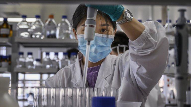 Войната на ваксините, която се разрази по оста Изток-Запад