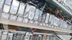 С единно зарядно на потребителите ще им излезе по-евтино и по-удобно