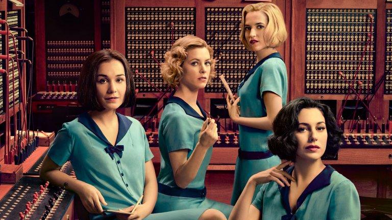 """Испания - Las chicas del cable / Cable Girls  Също както при Германия, тук обръщаме повече внимание не на очевидния избор La Casa de Papel, а на един друг сериал, който заслужава не по-малко интерес. Las chicas del cable ни връща към 30-те години на XX век и живота на 4 млади жени, работещи в първата испанска телефонна компания. В шоуто се преплита лекият момент на сапунена драма, която обаче има доста добър усет за историческия период и """"хващащото"""" зрителите действие. И всичко това, полято обилно с романтични връзки, драматични обрати и т.н."""