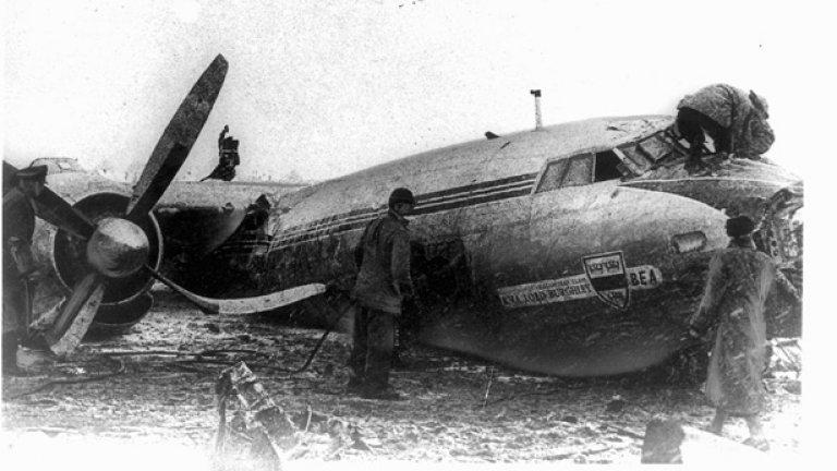 Манчестър Юнайтед, 6 февруари 1958 г (11 загинали, Airspeed AS-57 Ambassador) На 6 февруари 1958 година в 15,04 минути местно време, самолетът на Манчестър Юнайтед не успява да излети от мюнхенското летище. Вали силен сняг, пистата е замръзнала, машината не се отлепя от нея и се забива в сгради край аеропорта. Загиват 8 футболисти от отбора, наричан тогава, а и до днес Бебетата на Бъзби. Водени от Мат Бъзби, тези играчи са шампиони на Англия в два от предишните 3 сезона. Повечето са от школата на Юнайтед, обичани от запалянковците още повече за това.