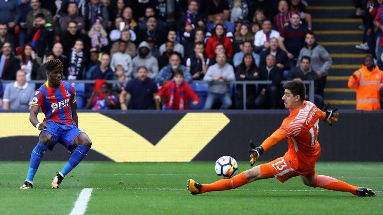 Ляво крило: Вилфред Заха, Кристъл Палас Феновете на Юнайтед още съжаляват за него. Заха е талисманът на Палас в последните няколко сезона, като има седем гола и пет асистенции на сметката си. Но ето това е ключовата статистика за него – само петима играчи в топ 5 първенствата на Европа са успявали да преодолеят противник с топка в крака в 100% от опитите си. И те са: Лионел Меси (157), Еден Азар (144), Неймар (139), Флориан Тувен (102) и Вилфред Заха (100).