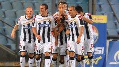 Всички искат да прегърнат неостаряващия голаджия Антонио ди Натале (номер 10), който с двете си попадения върна Удинезе на четвъртото място