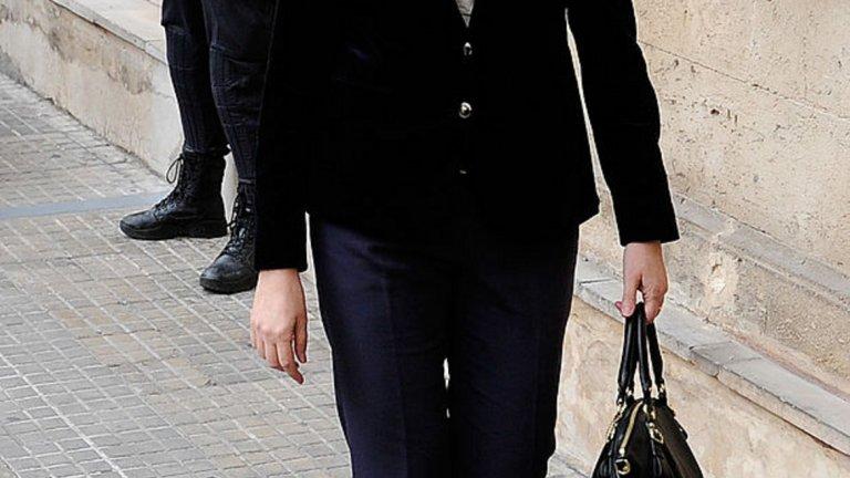 """Нейният съпруг стана първият член на испанското кралско семейство, който влиза в затвора. Въпреки, че принцесата е оправдана и участие в престъпна схема не е доказано, тя се премести в Женева през 2013 г. През последните години се съобщава, че работи за благотворителната фондация, управлявана от банка La Caixa и фондация """"Ага Хан"""". Тя не изпълнява кралски задължения и не се появява на публични събития с кралското семейство."""
