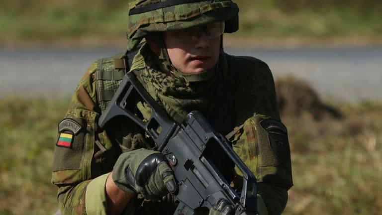 """Изстрелите на улицата """"не са краят на света"""" плюс други съвети от новото литовско ръководство за съпротива срещу чуждестранна окупация"""